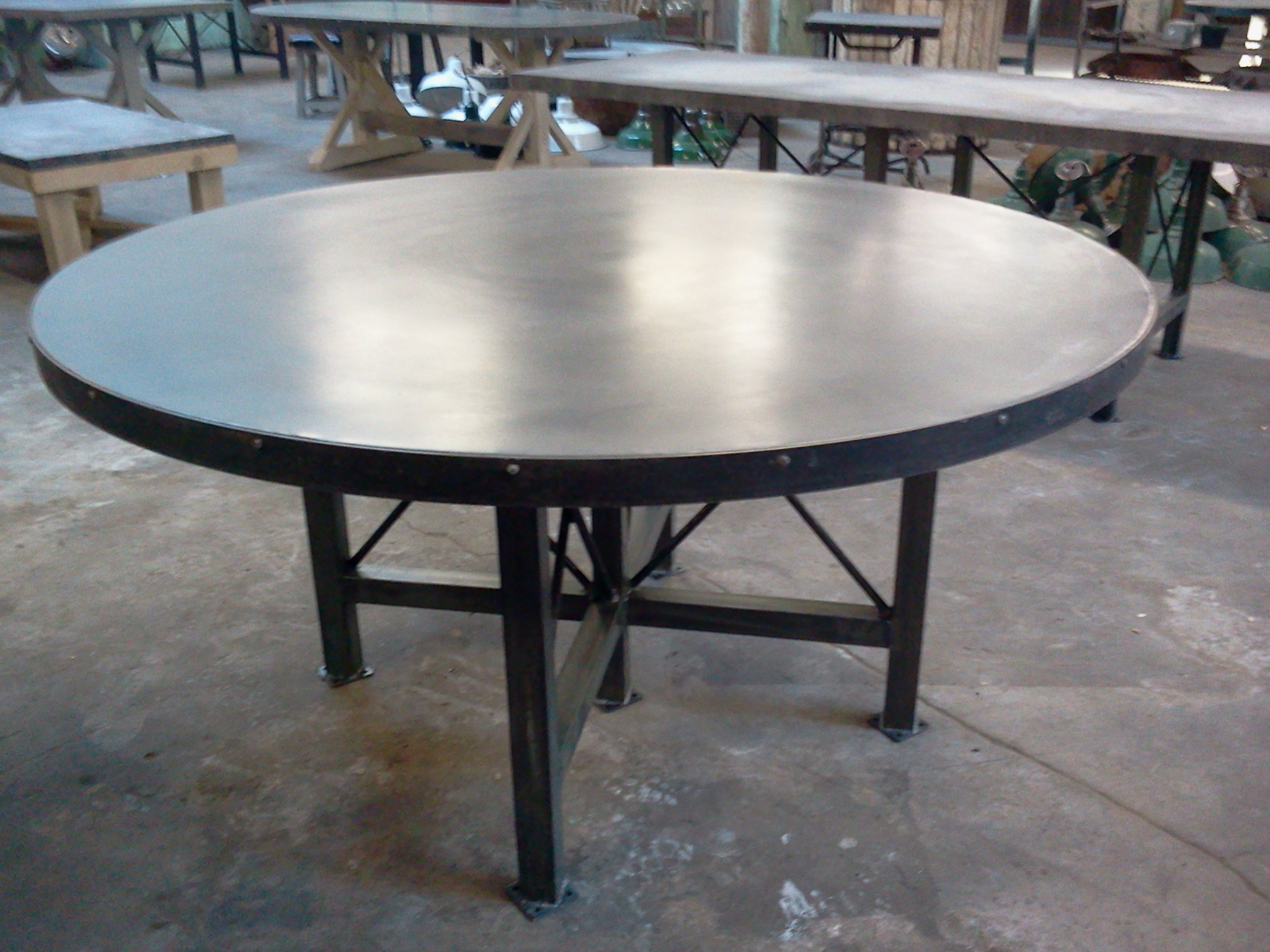 ... 2011 11 18 16.22.49. Big Round Zinc Table