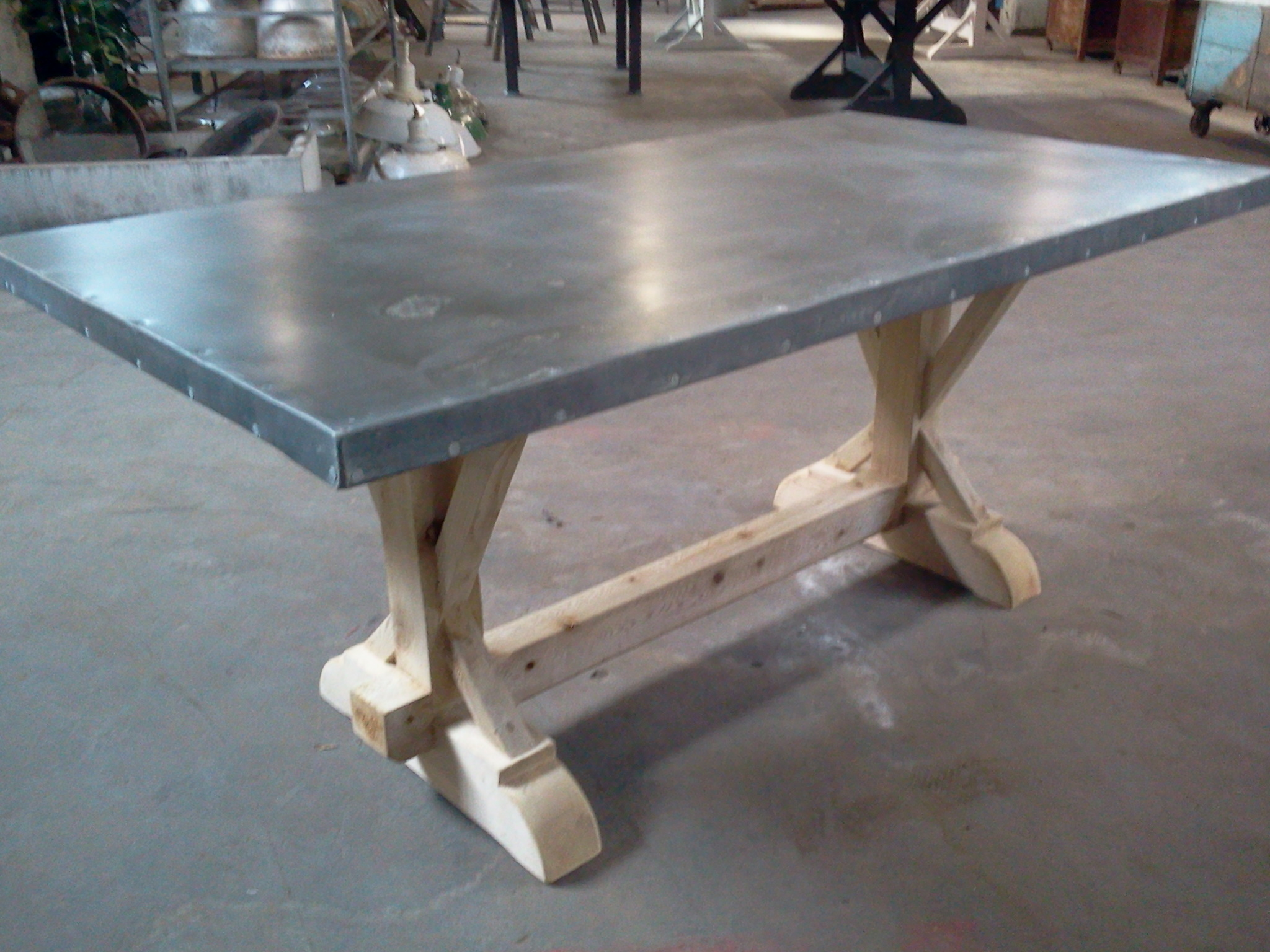 Zinc table new small cedar base for Table exterieur zinc